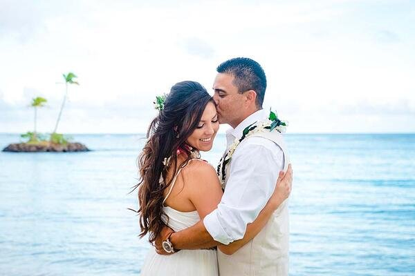 Hawaii wedding couple at Waialae Beach