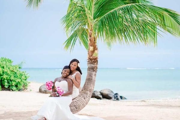 Couple at Waialae Beach Wedding-LocationHawaii