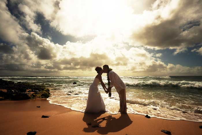 A couple eloping on a beach in Hawaii