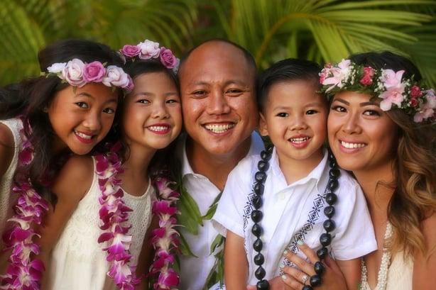 Family-at-Hawaiian-Beach-Wedding.jpg