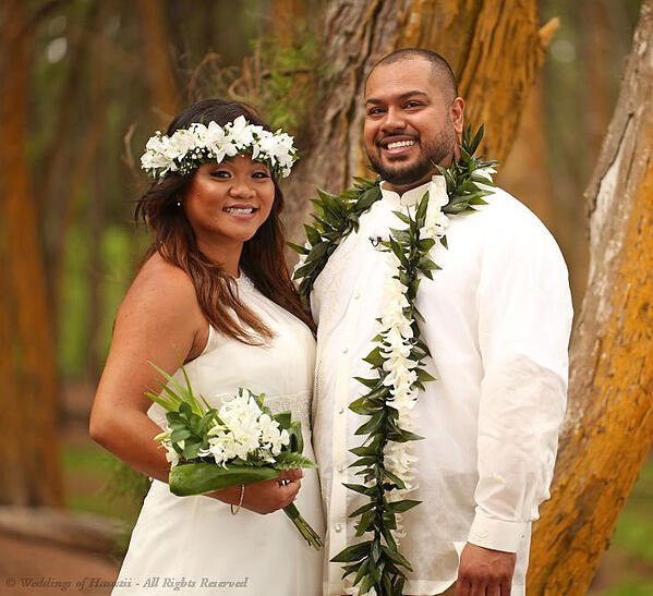 Hawaiian-wedding-Haku-and-flowers.jpg