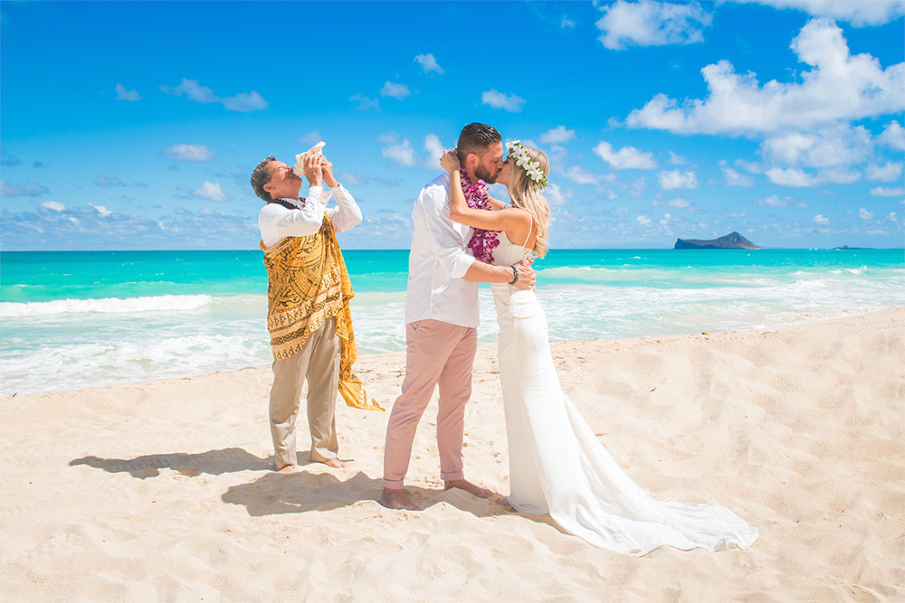 Hawaii wedding ceremony at Sherwood Beach