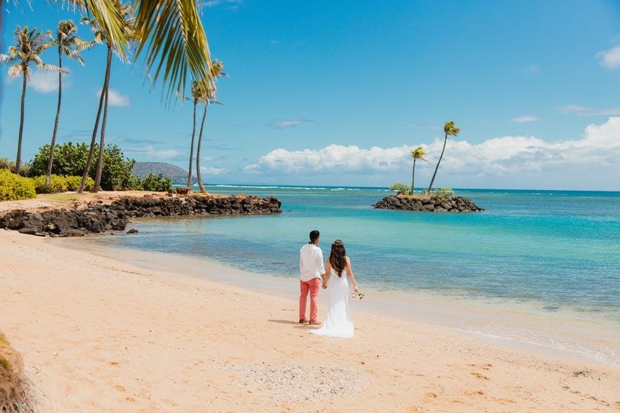 Hawaii-Elopement-at-Waialae-Beach