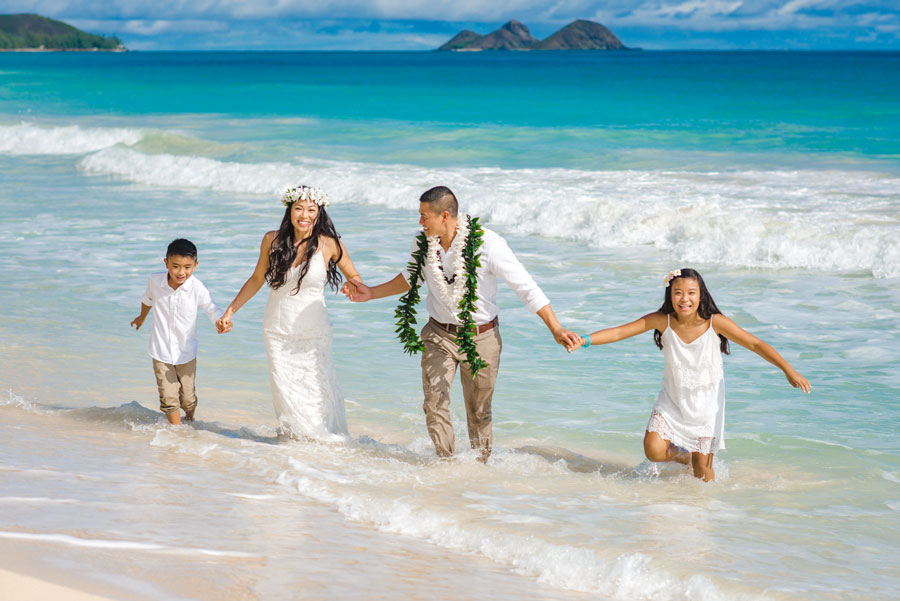 Wedding couple in Hawaii eloping with their children