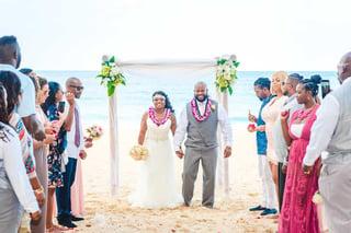 Weddings of hawaii hawaii weddings at their best beach wedding on oahu hawaii junglespirit Images