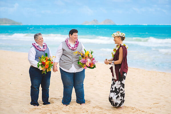 Hawaii-same-sex-beach-wedding