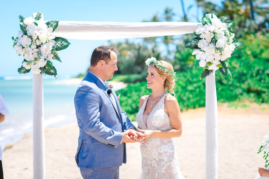 Hawaii-wedding-at-Waialae-Beach-with-setup