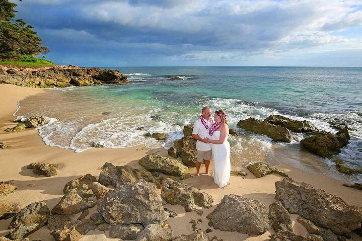 A hawaii destination wedding why get married in paradise junglespirit Choice Image