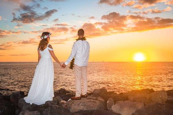 Sunset Hawaii wedding couple at Magic Island