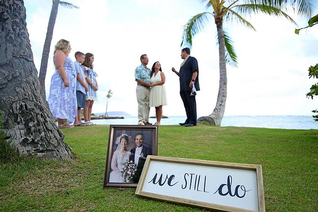 Small vow renewal ceremony in Hawaii