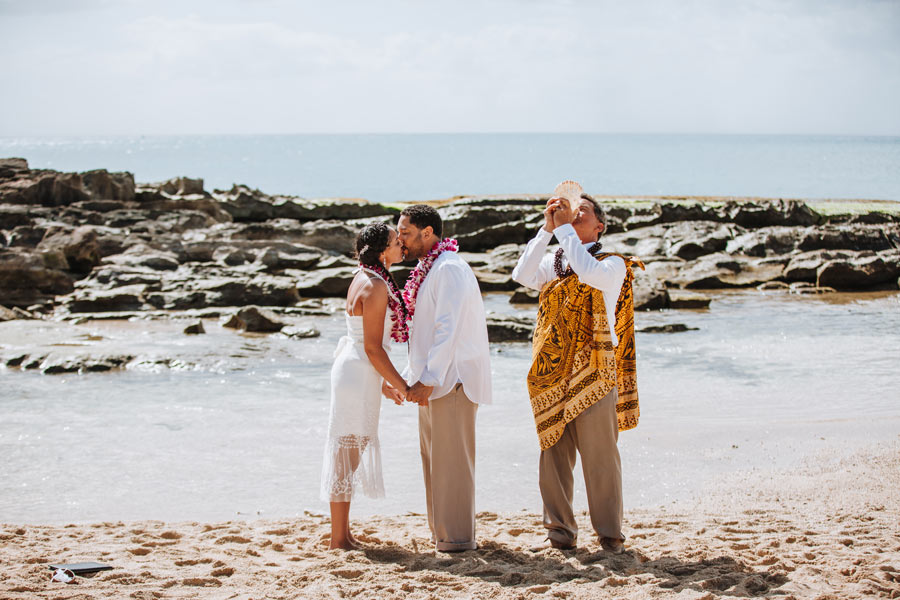 Paradise-Cove-Hawaii-Wedding-Couple-21