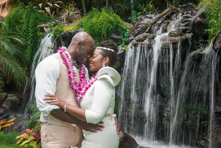 Wedding couple wearing classic Hawaiian leis in Hawaii