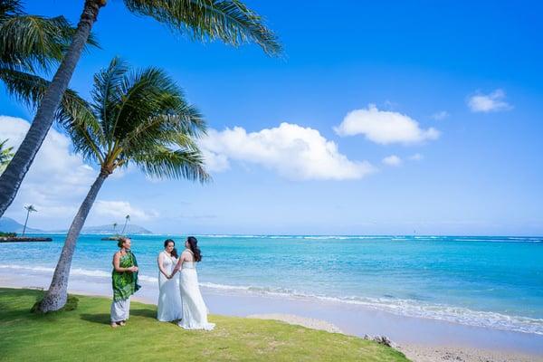 Same-Sex-wedding---Waialae-Beach,-Hawaii