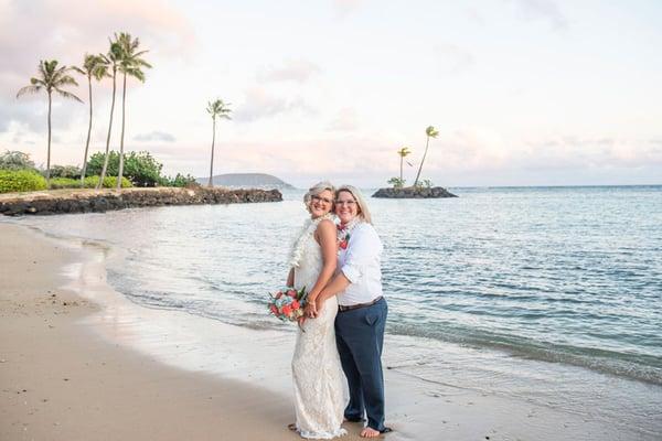 Same-sex-Hawaii-wedding-23