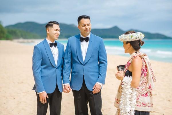 Same-sex-Hawaii-wedding-ceremony