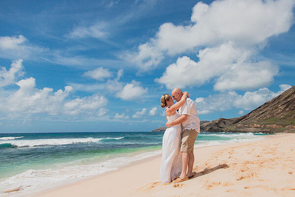 Sandy-Beach-Hawaii-Wedding-2020