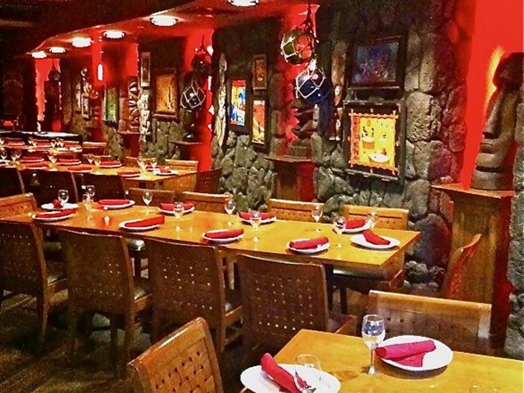Tiki's-Grill-Waikiki-Wedding-Reception