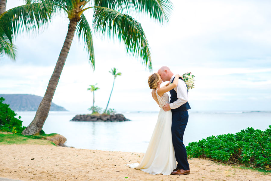 Waialae-Beach-Wedding-Couple-3455
