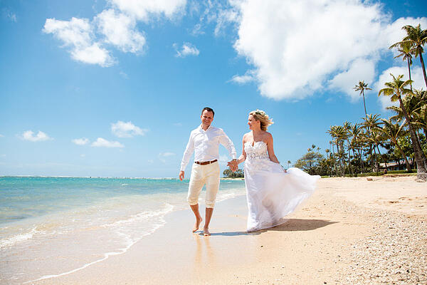 Waialae Beach Wedding Couple