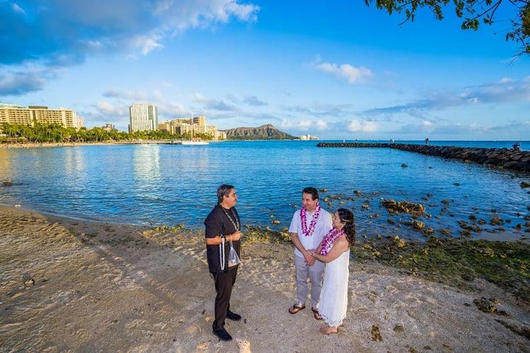 Waikiki-Beach-Wedding-Ceremony