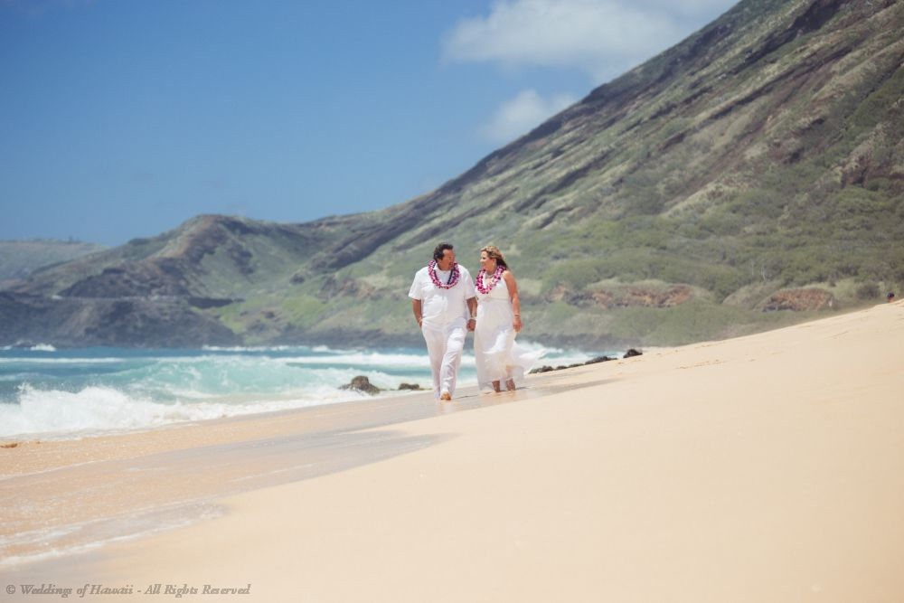 Wedding couple at Sandy Beach wedding location on Oahu