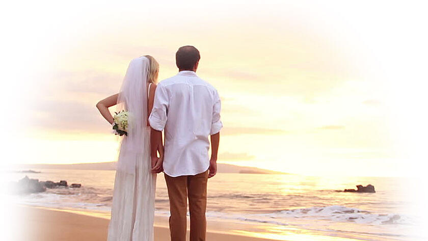 Newlywed couple on a beach in Hawaii