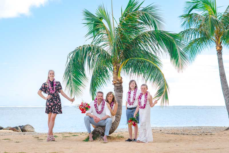A small family wedding on an Oahu beach