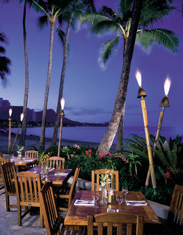 Duke's Waikiki Outdoor Tables
