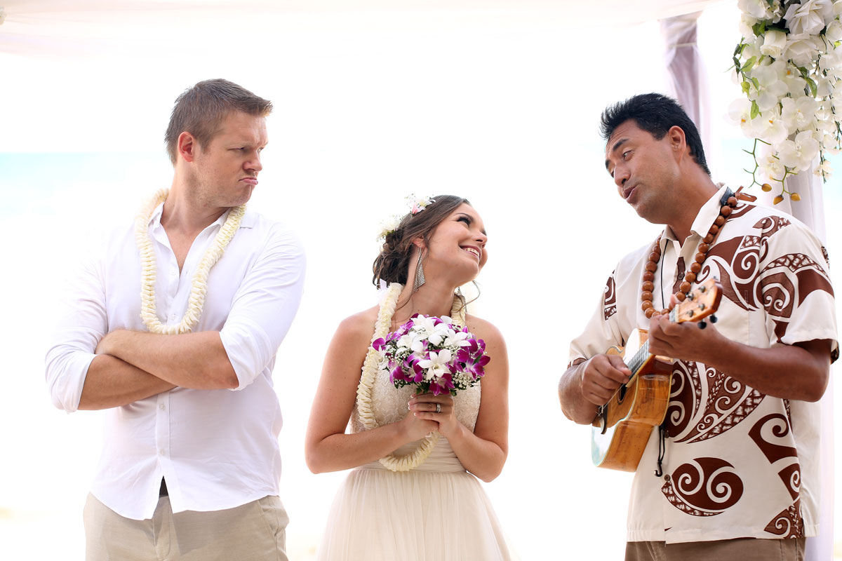 Live Hawaiian musician at a wedding ceremony